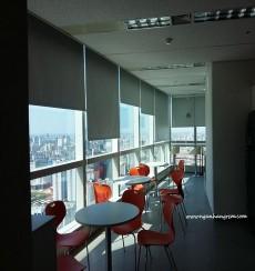 Vì sao nên lựa chọn rèm cuốn để chống nắng cho văn phòng?